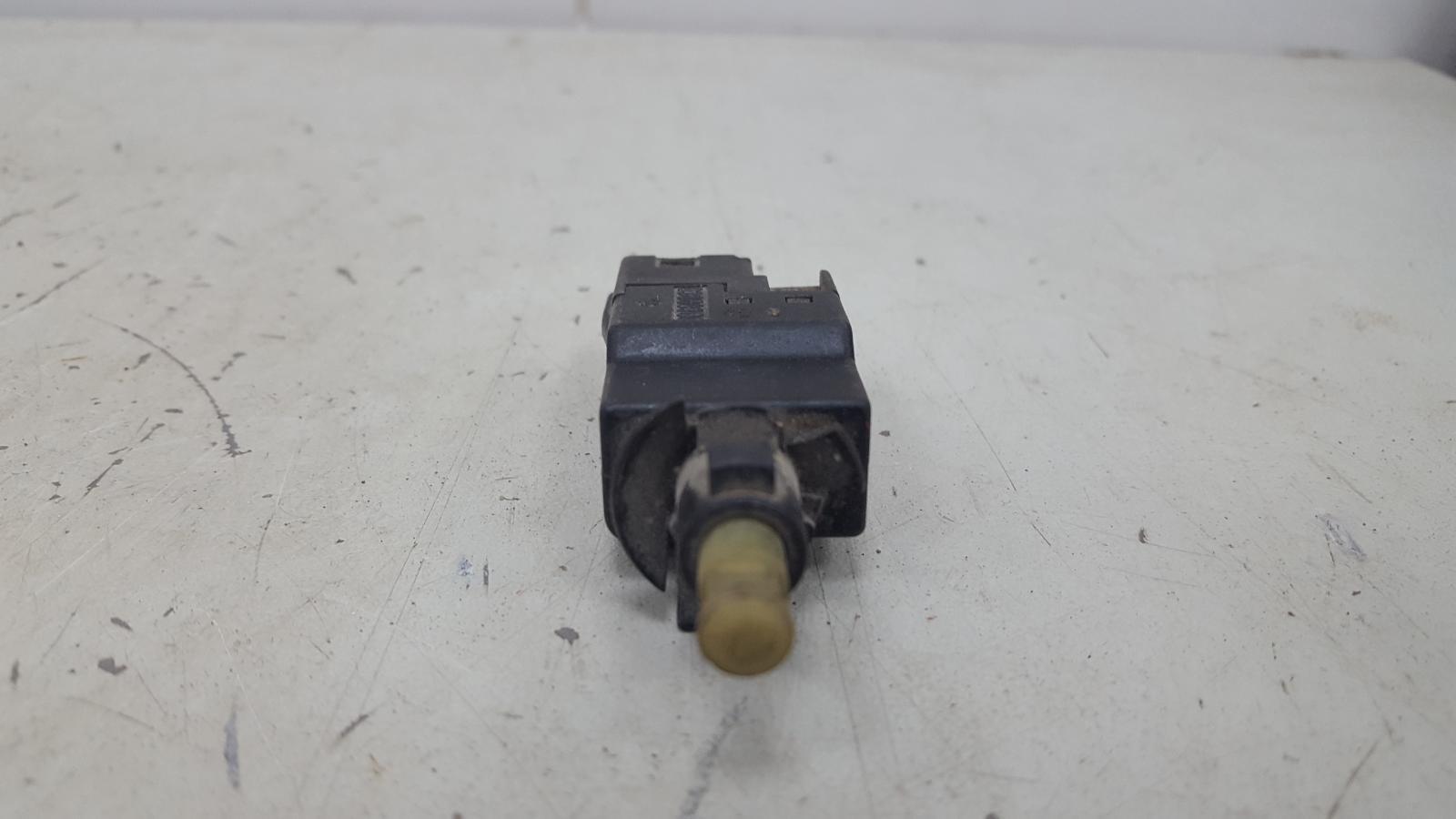 Выключатель стоп сигнала лягушка заднего тормоза Mercedes E200 W124 M102.922 1988