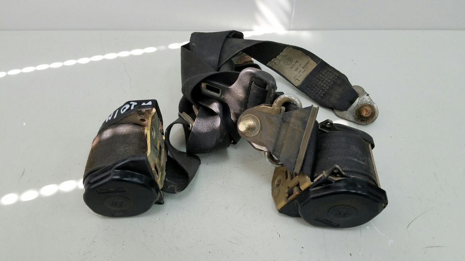 Комплект ремней безопастности Mercedes A190 W201 M102.961 2.0Л 1984 передний