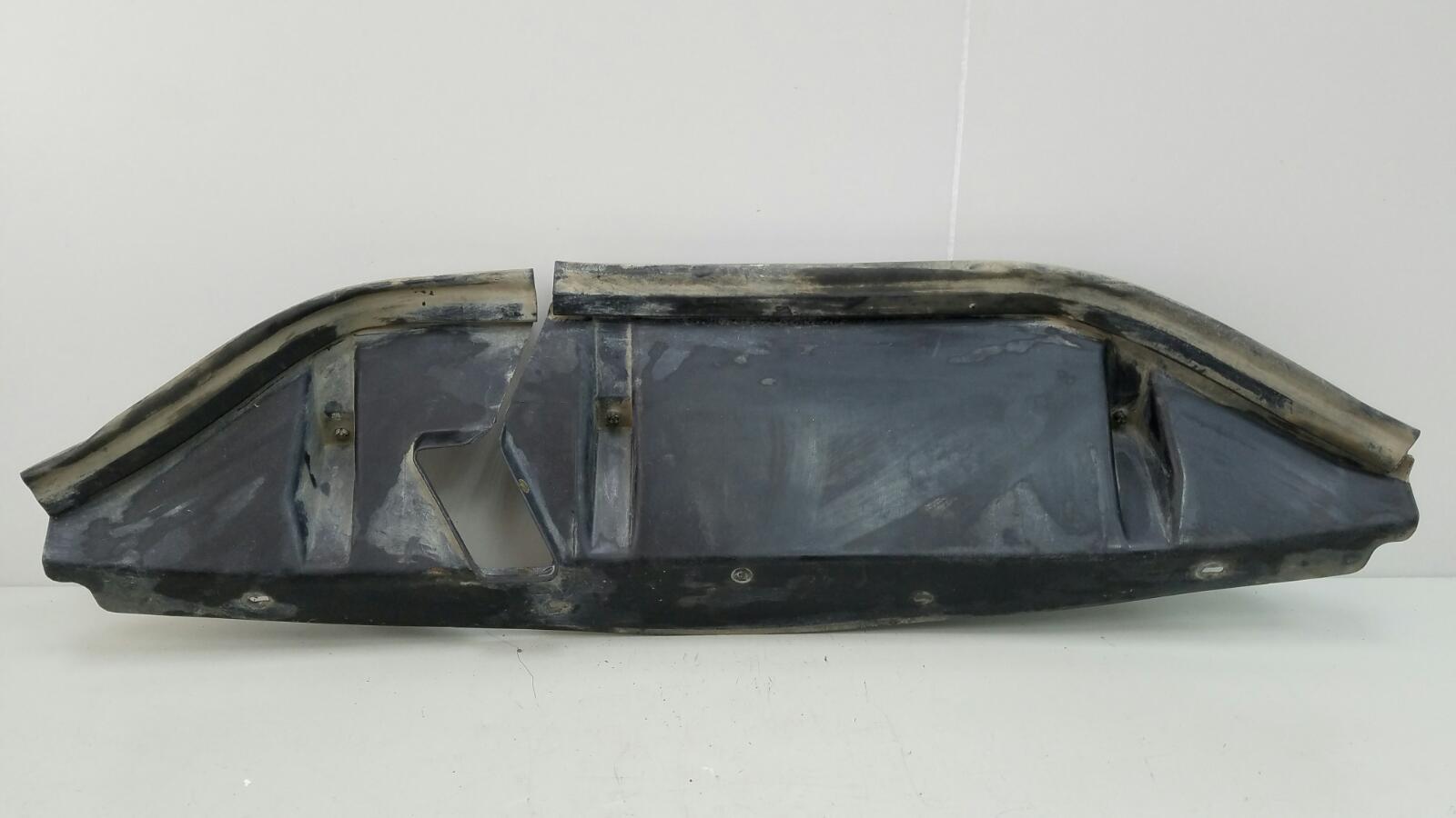 Кожух радиатора верхний Mercedes A190 W201 M102.961 2.0Л 1984