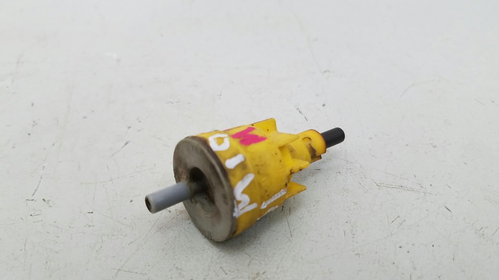 Клапан вакуумный Mercedes A190 W201 M102.961 2.0Л 1984