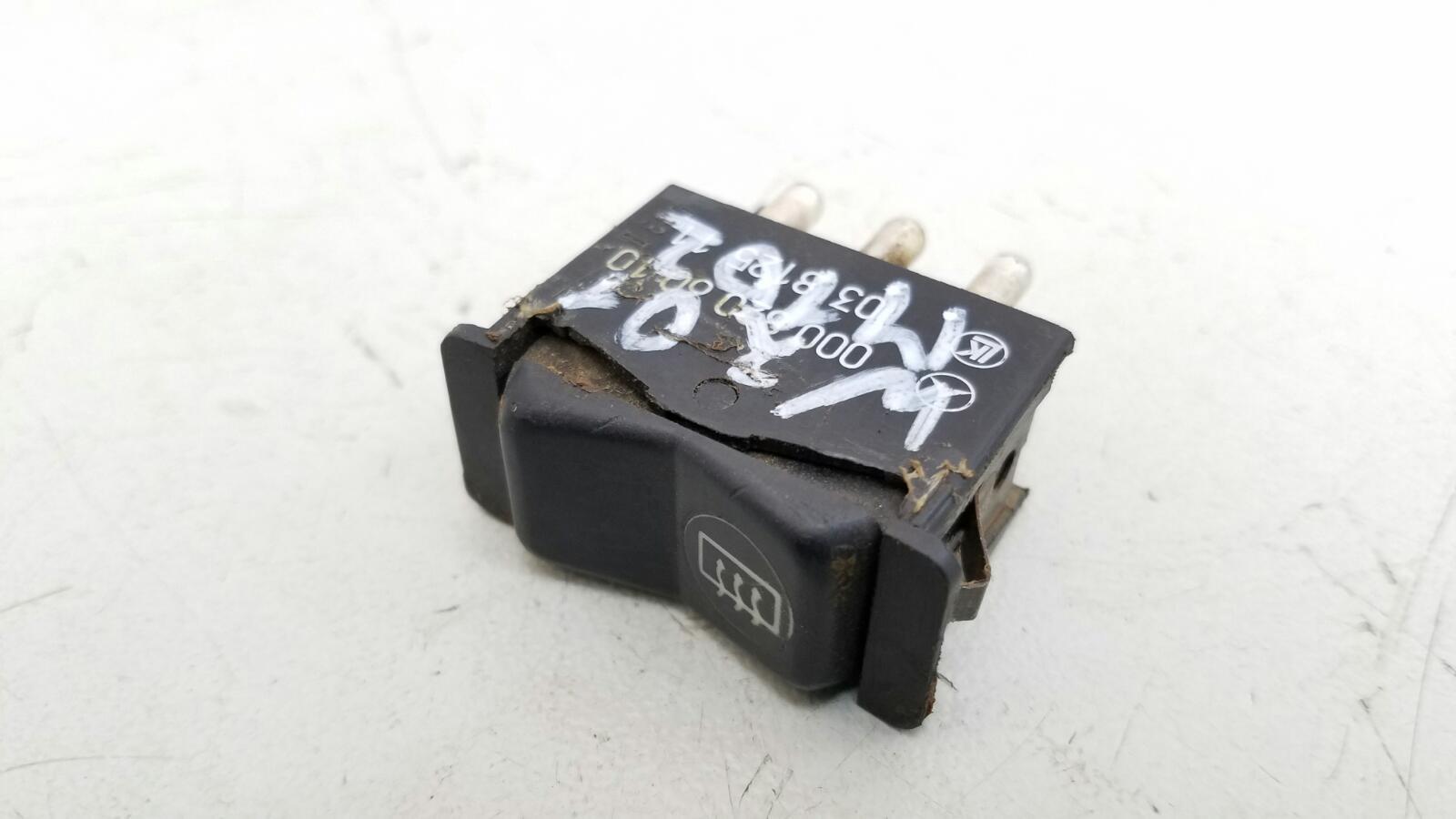 Кнопка обогрева заднего стекла Mercedes A190 W201 M102.961 2.0Л 1984