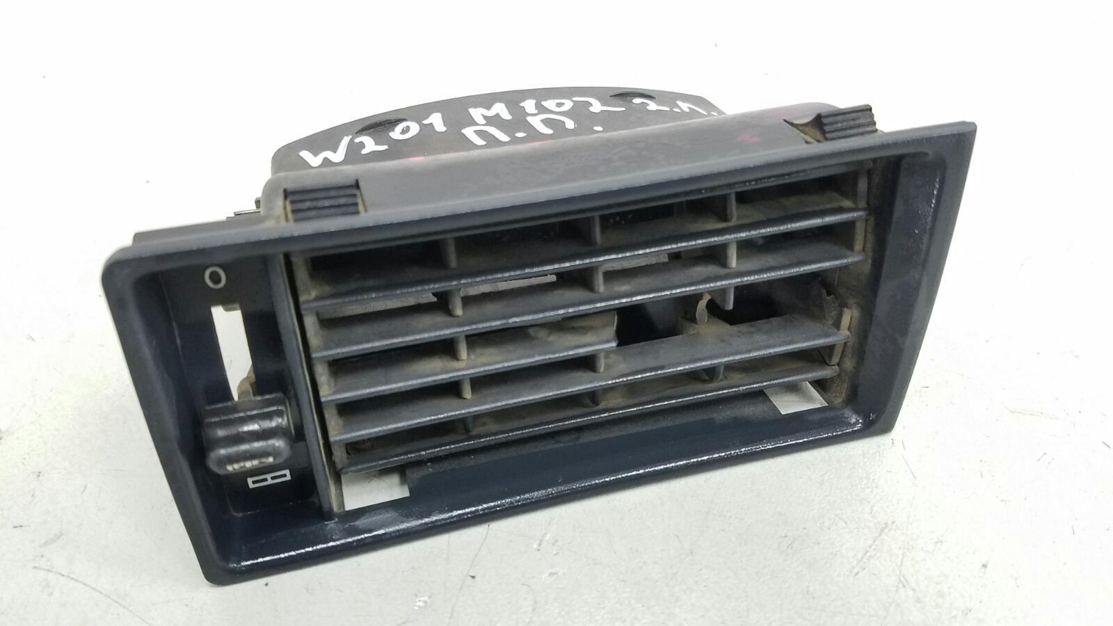 Дефлектор воздушный Mercedes A190 W201 M102.961 2.0Л 1984 передний правый