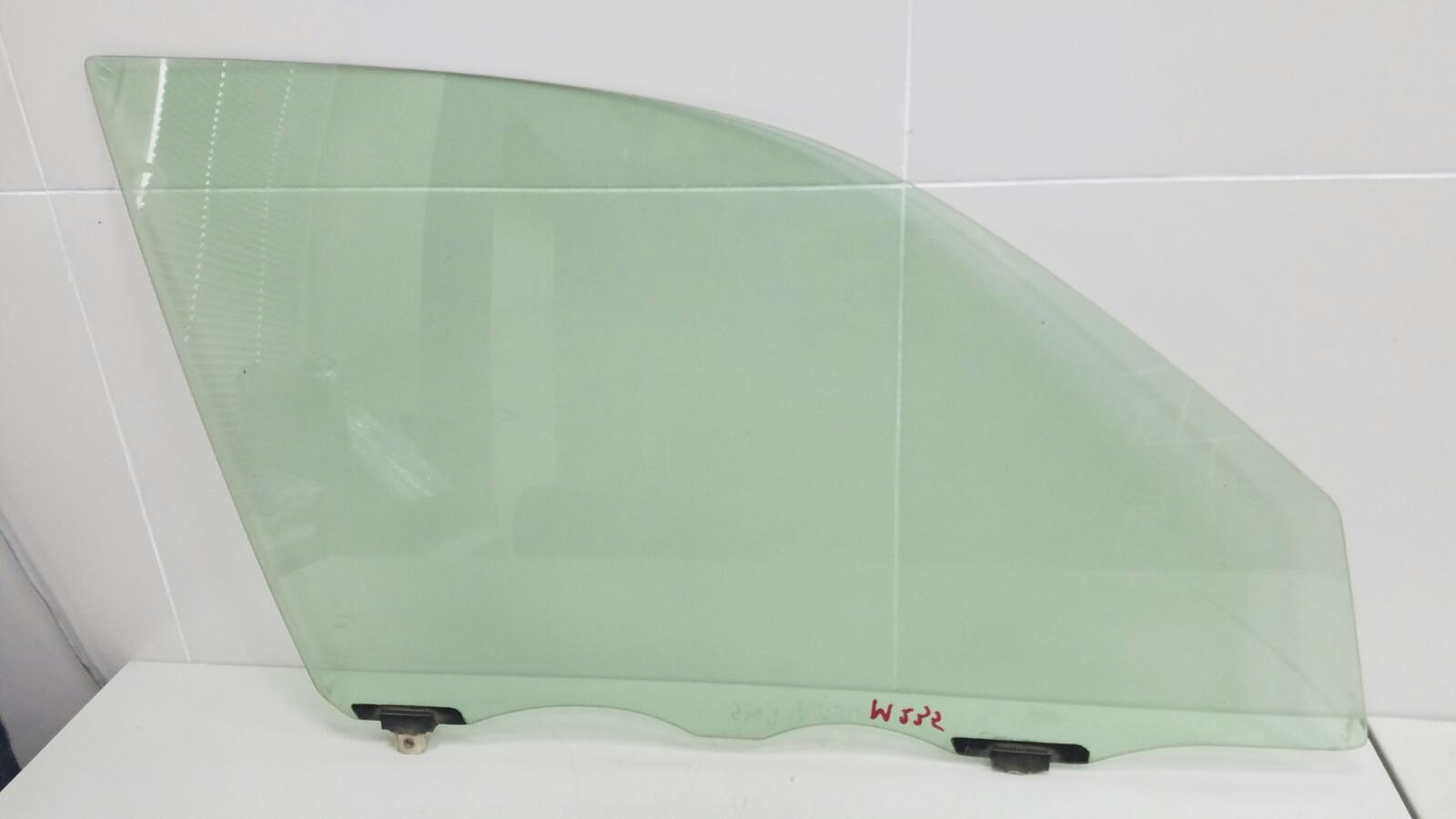Стекло двери Daihatsu Storia M100S EJ 1Л 2003 переднее правое