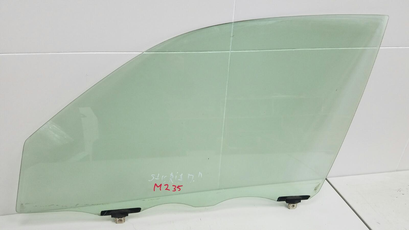 Стекло двери Daihatsu Storia M100S EJ 1Л 2003 переднее левое