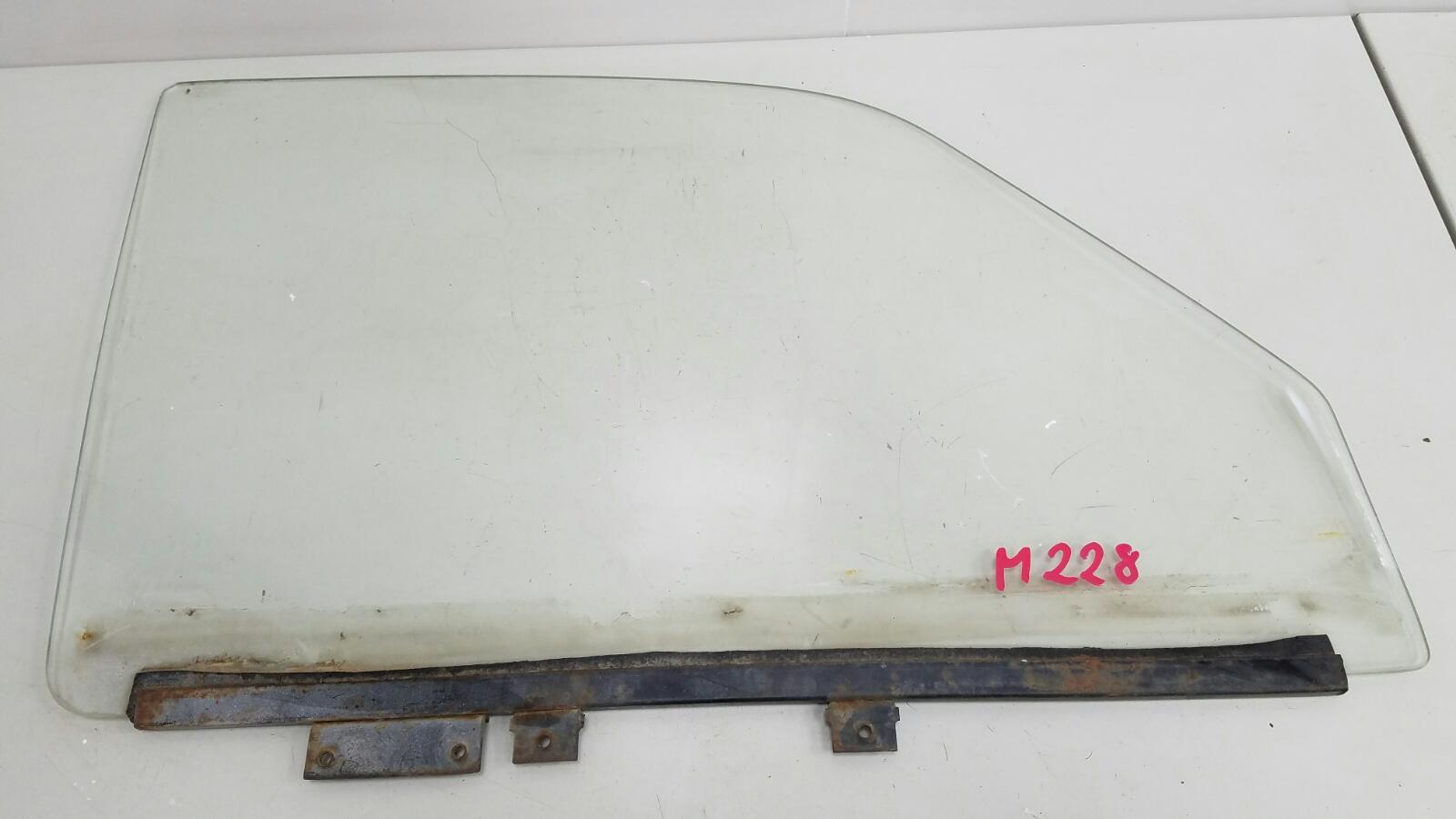 Стекло двери Газ Волга 3110 406 переднее правое
