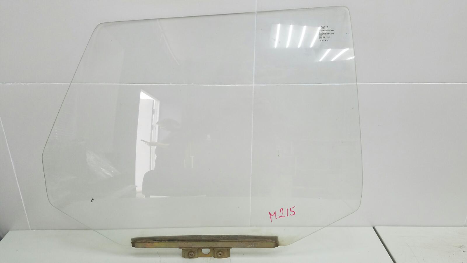 Стекло двери Ваз Лада Самара Спутник 2109 1987 заднее правое