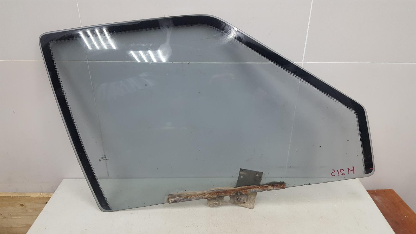 Стекло двери задней Ваз Лада Самара Спутник 2109 1987 переднее правое