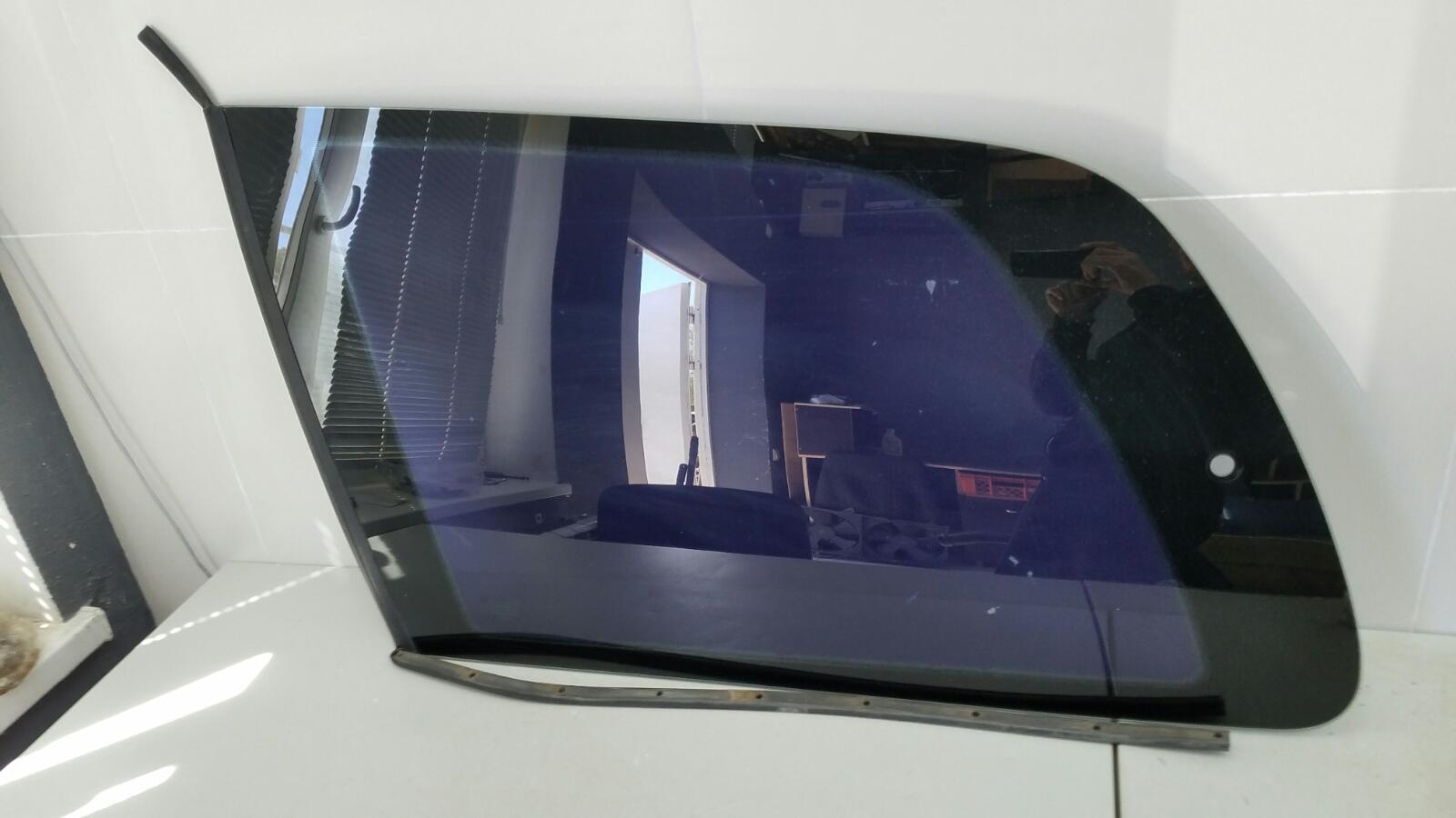 Стекло кузовное глухое Volkswagen Sharan 7M8 AMY 1999 заднее левое