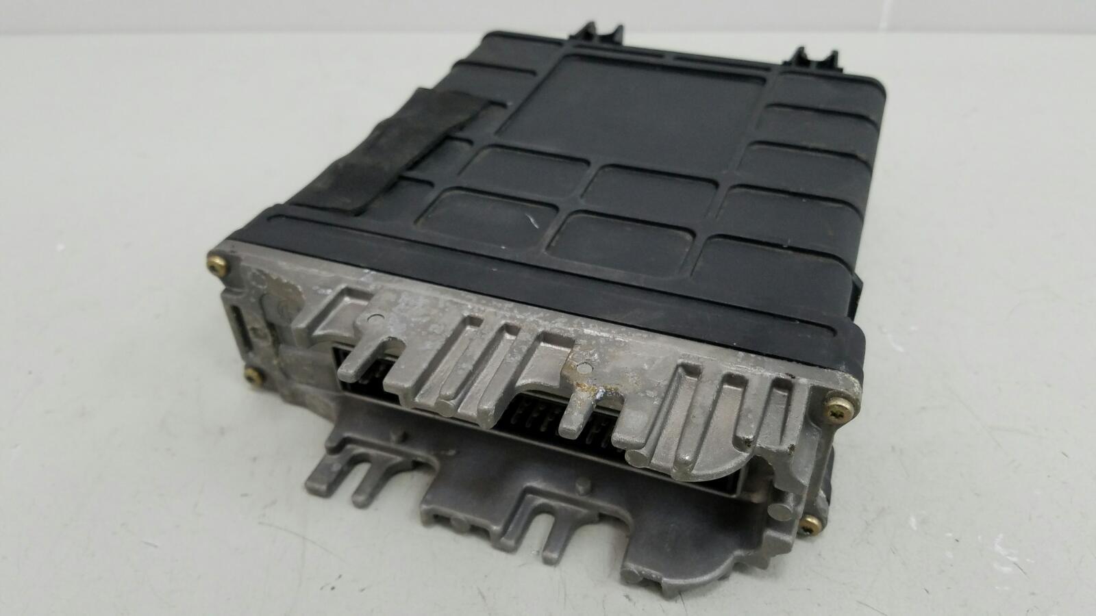 Блок управления двигателем двс эбу Volkswagen Sharan 7M8 AMY 1999