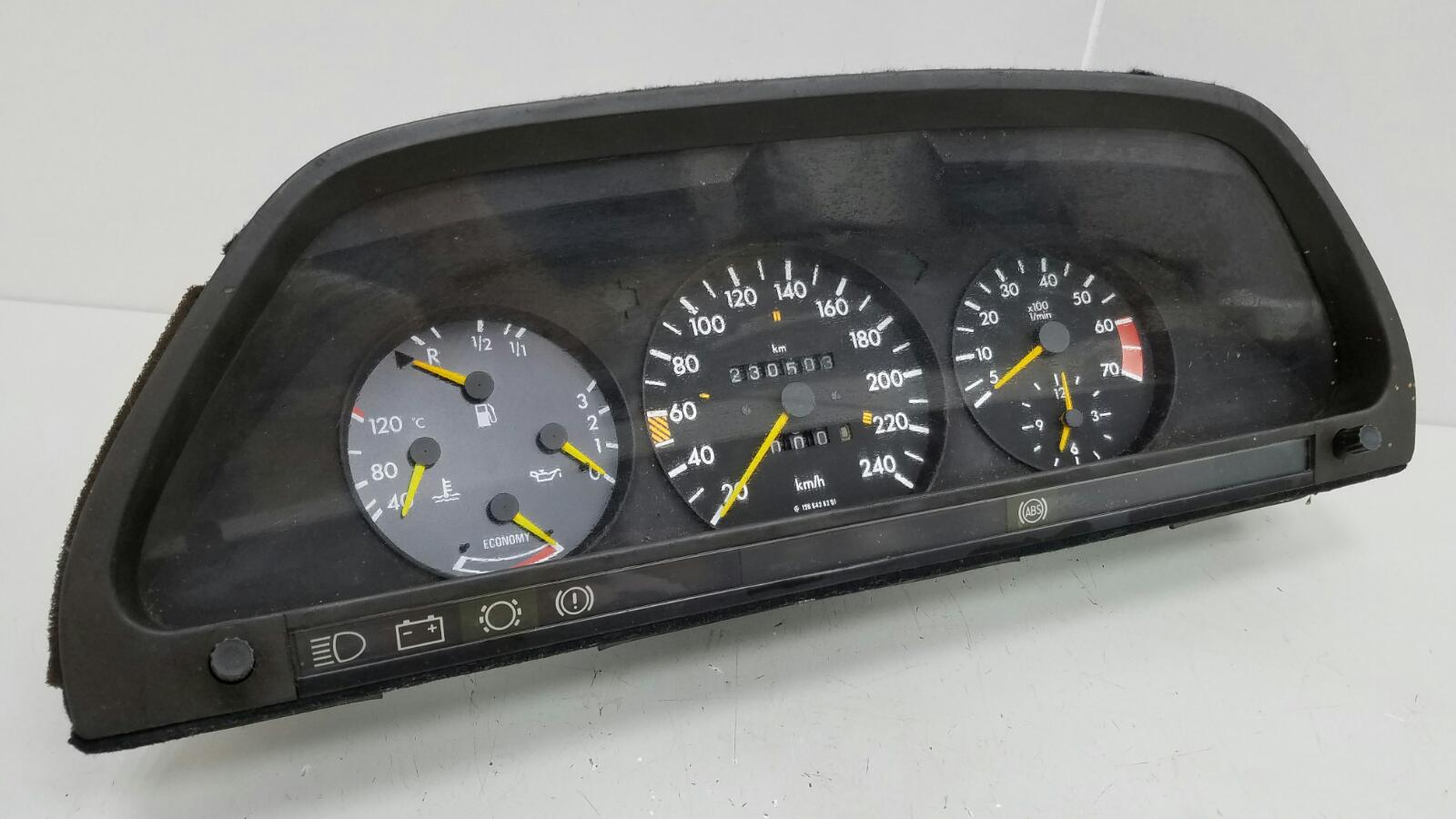Щиток приборов Mercedes S280 W126 M110.989 2 1983