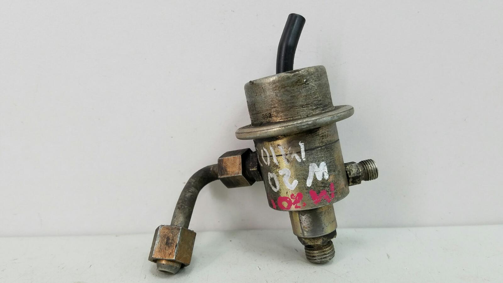 Регулятор давления топлива Mercedes A190 W201 M102.961 2.0Л 1984