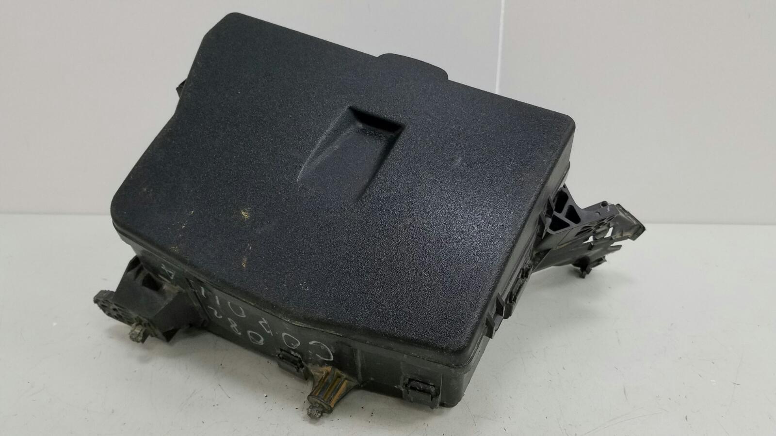 Корпус блока предохранителей Toyota Corolla E150 1ZR-FE 2009
