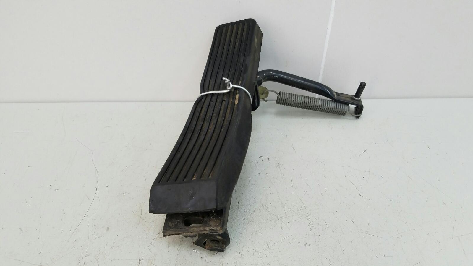 Педаль газа Mercedes A190 W201 M102.961 2.0Л 1984