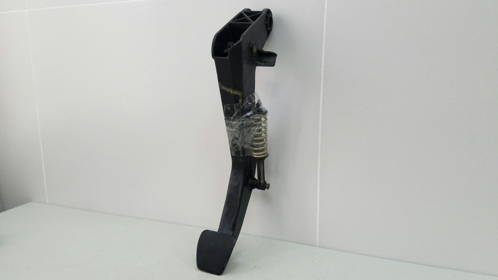 Педаль сцепления Mercedes C280 W202 M104.941 1998