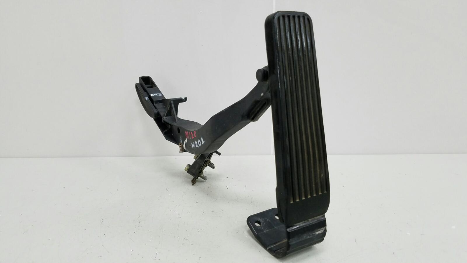 Педаль газа Mercedes C280 W202 M104.941 1998