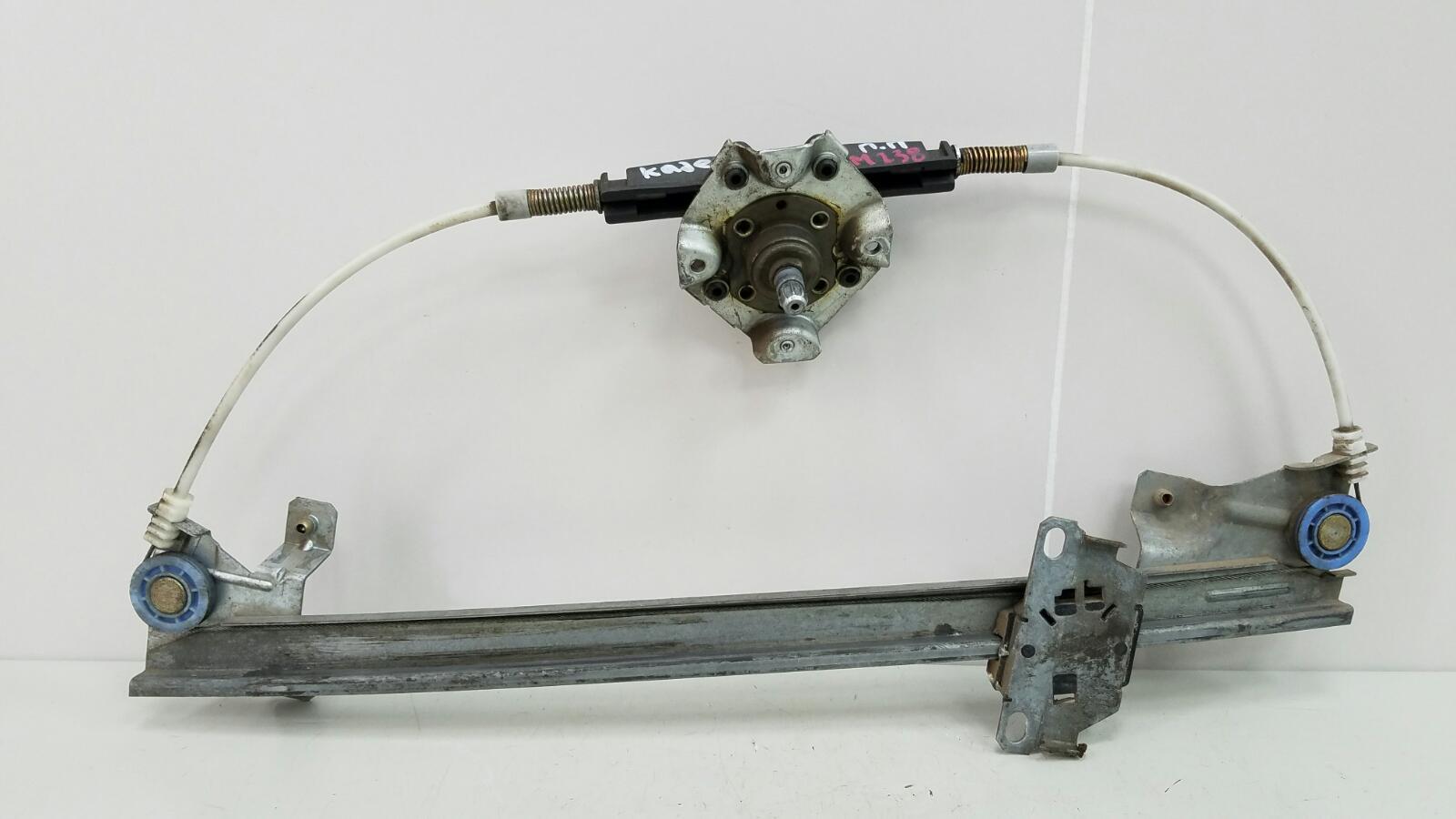 Стеклоподъемник механический Opel Kadet 16D 1.6Л 1985 передний правый