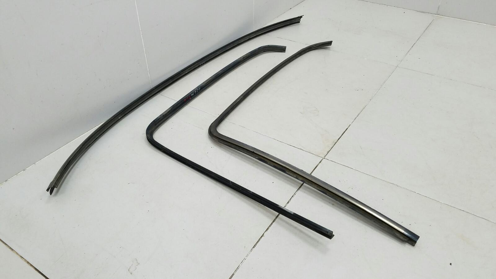 Молдинг стекла Mercedes S500 W220 M113.960 2001 задний
