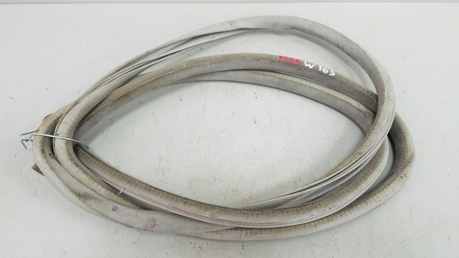 Уплотнительная резинка Mercedes Ml430 W163 M113.942 1999
