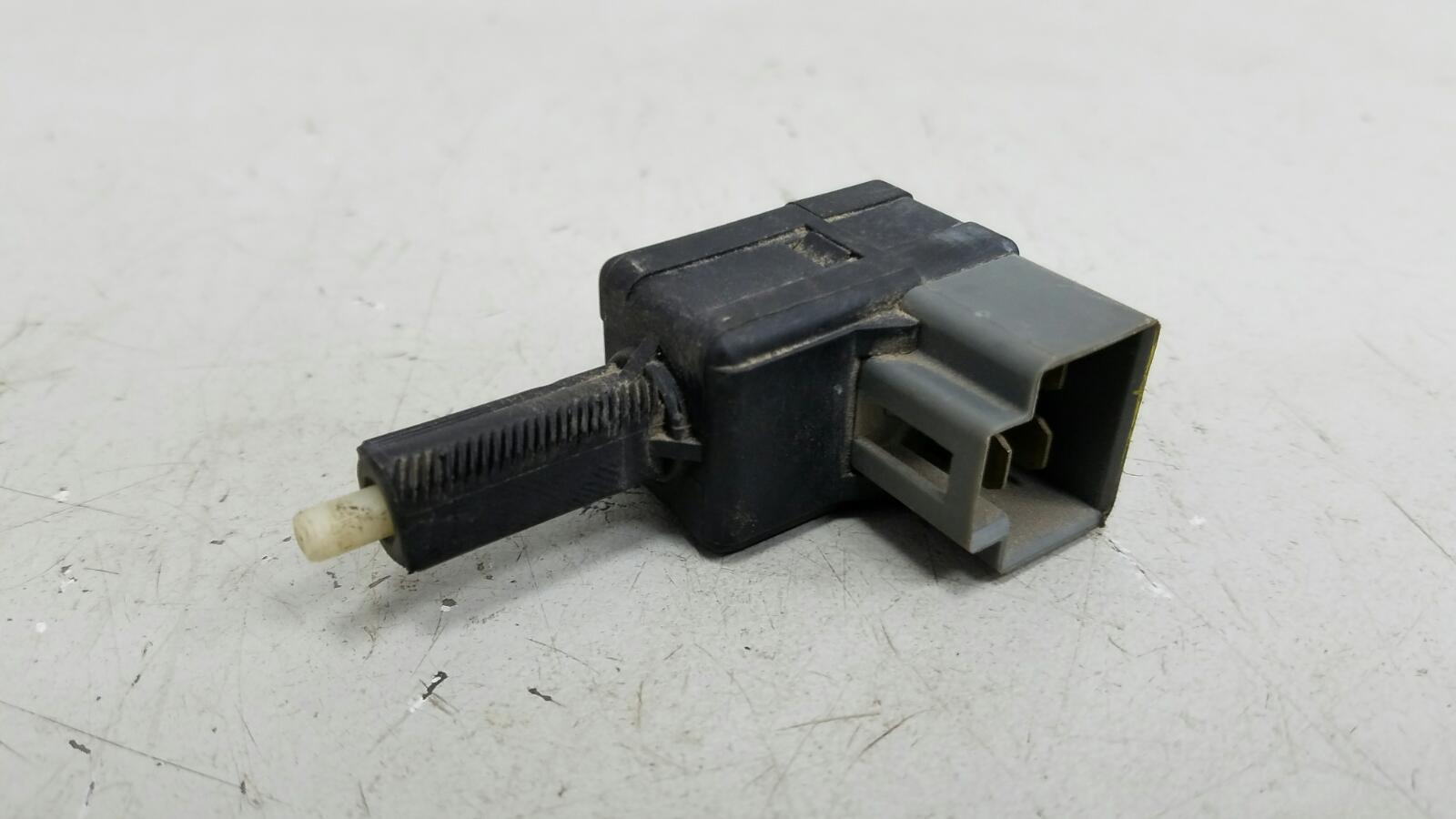 Выключатель стоп сигнала лягушка заднего тормоза Hyundai Solaris RB G4FA 2012