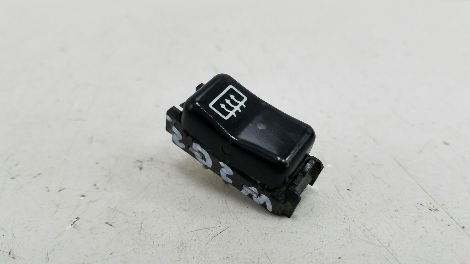 Кнопка обогрева заднего стекла Mercedes C280 W202 M104.941 1998