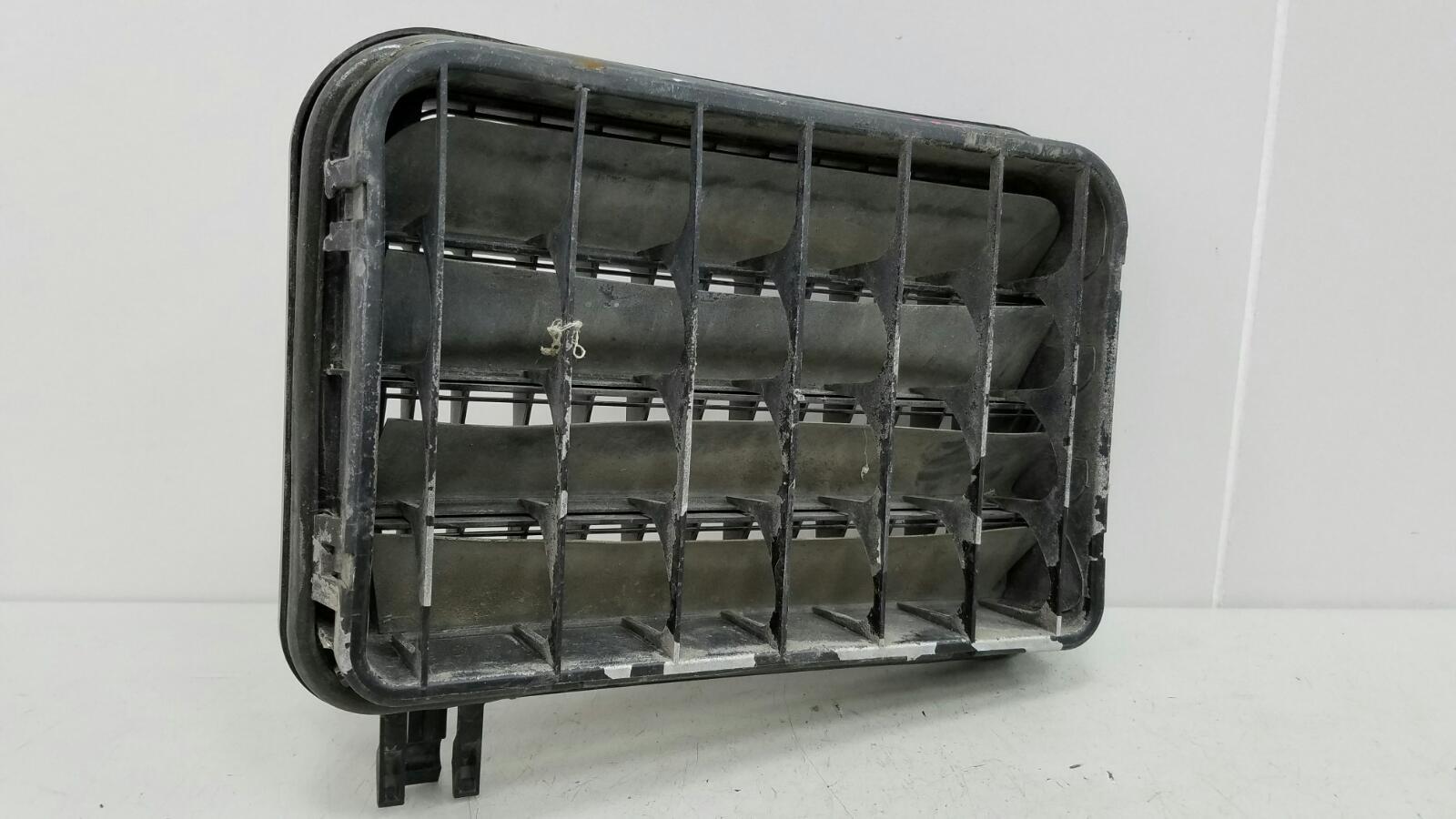 Клапан вентиляции багажника Mercedes C280 W202 M104.941 1998 задний правый