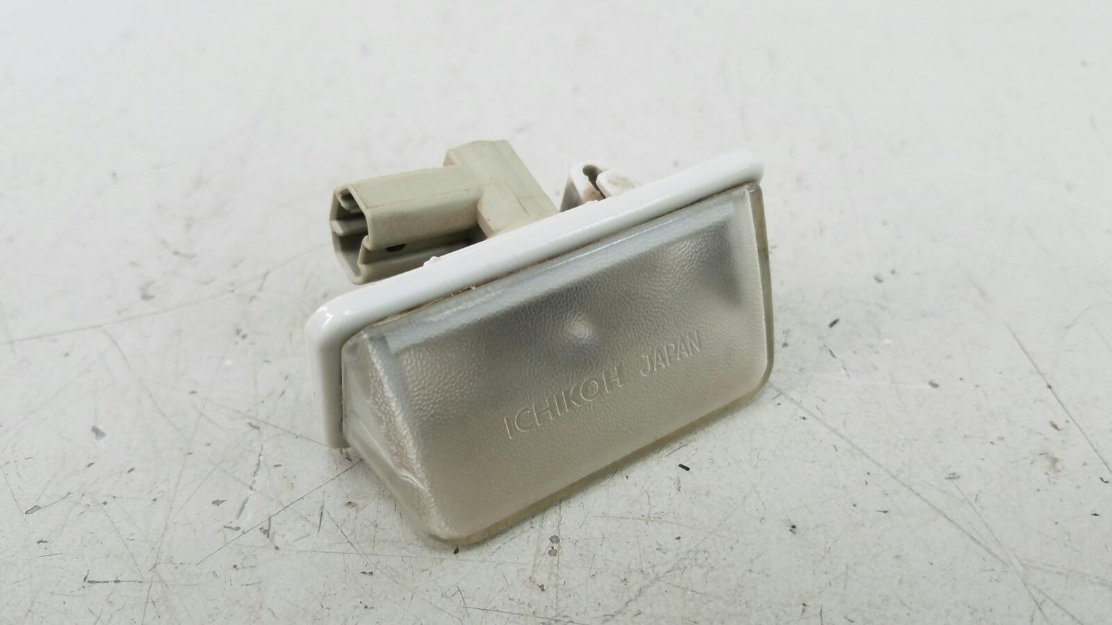 Плафон подсветки заднего номера Toyota Caldina T210 3S-FE 2001
