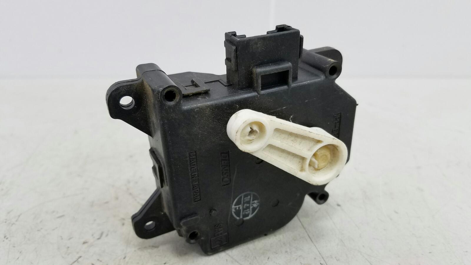 Моторчик заслонки печки Toyota Caldina T210 3S-FE 2001