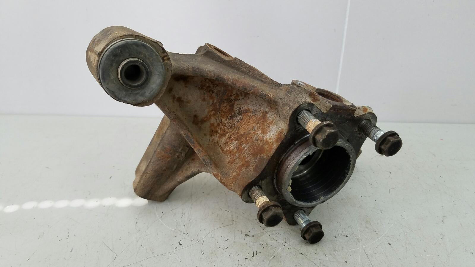 Поворотный кулак Toyota Caldina T210 3S-FE 2001 задний левый