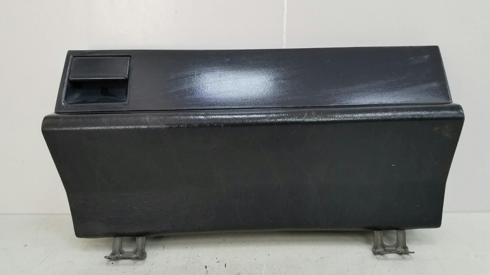 Бардачок Mercedes A190 W201 M102.961 2.0Л 1984