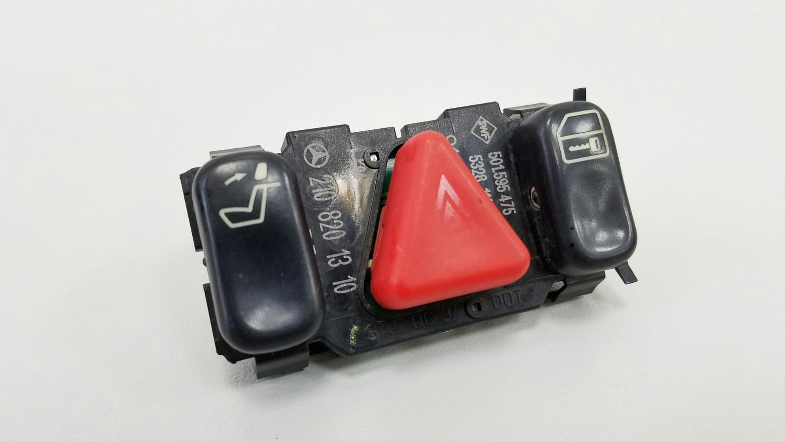 Кнопка аварийного сигнала Mercedes E230 W210 M111.970 1995