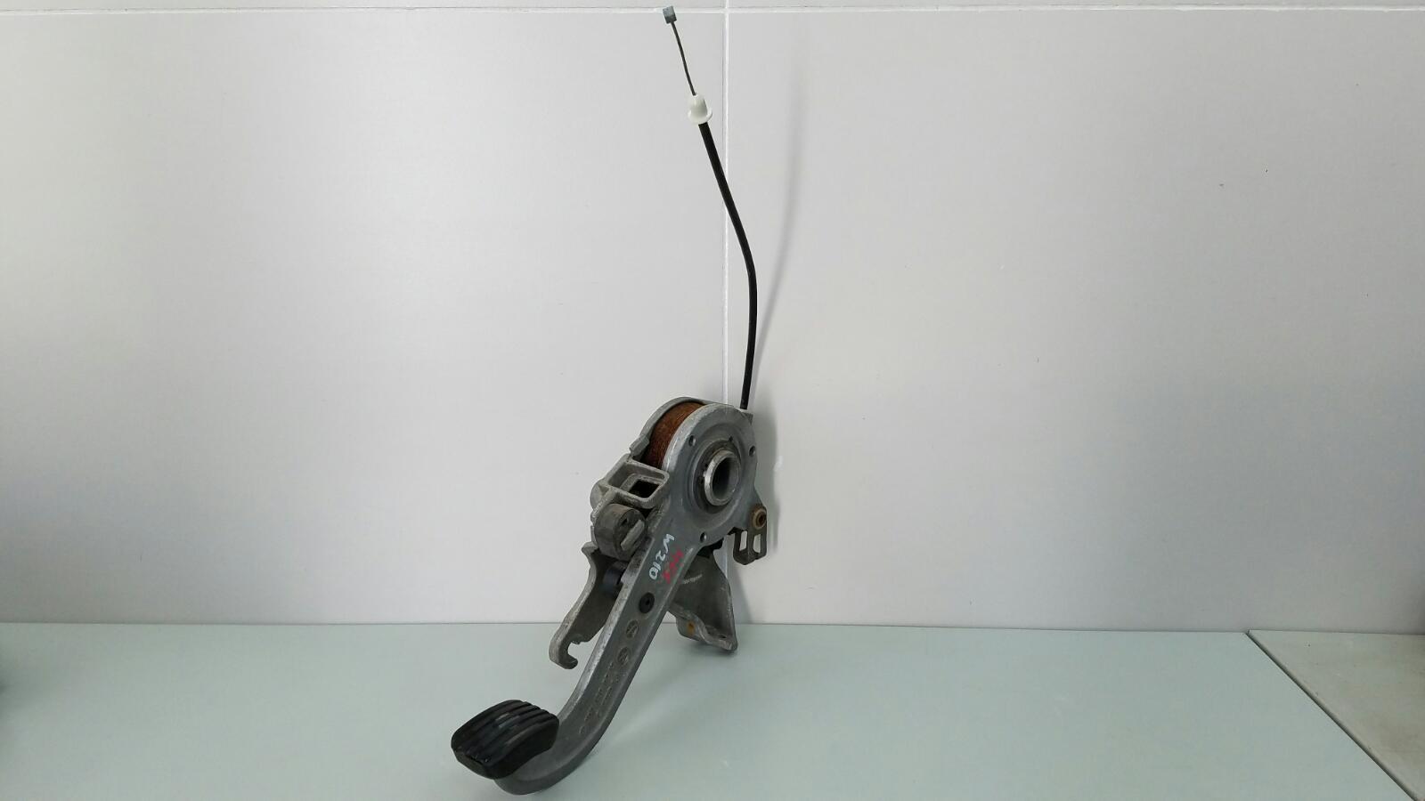 Педаль стояночного тормоза ножник Mercedes E230 W210 M111.970 1995