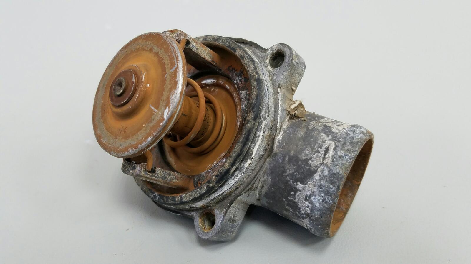Термостат Mercedes E230 W210 M111.970 1995