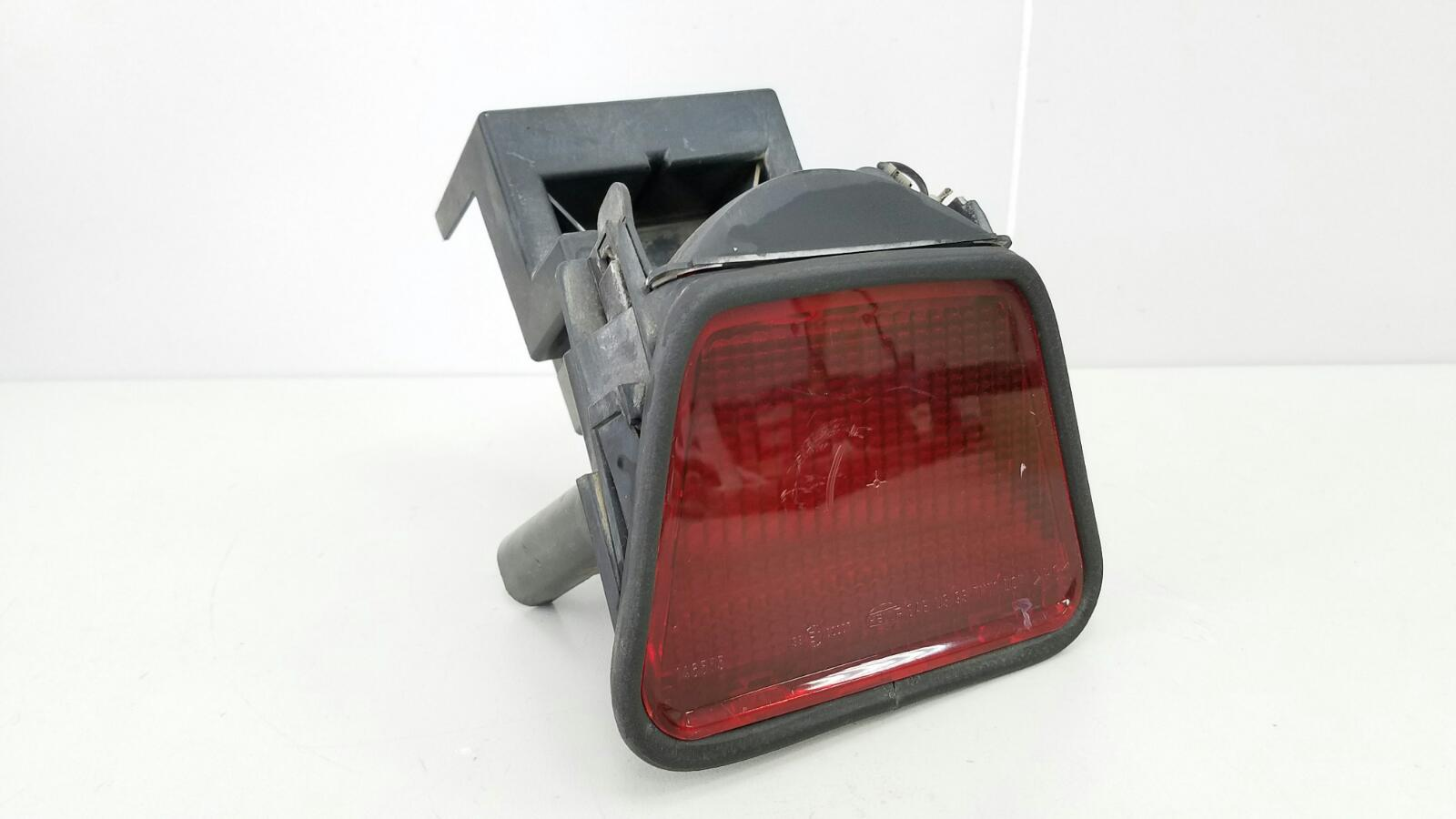 Фонарь стоп сигнала Mercedes E230 W210 M111.970 1995