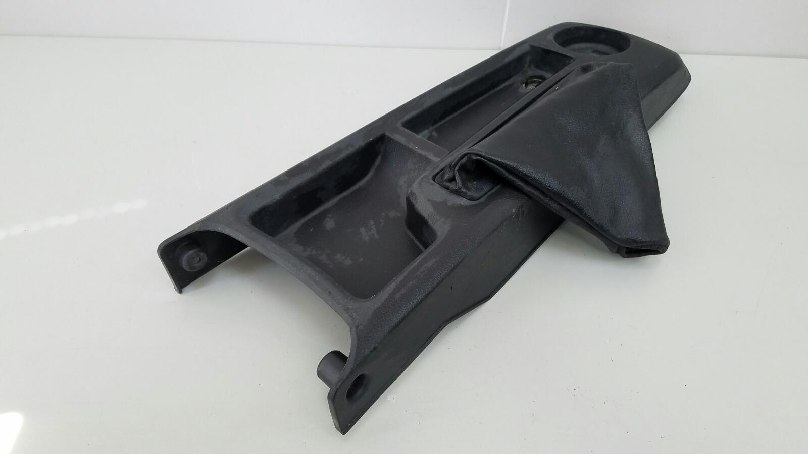 Консоль между сидениями Daewoo Nexia N150 A15SMS 1.5Л SOHC 2008