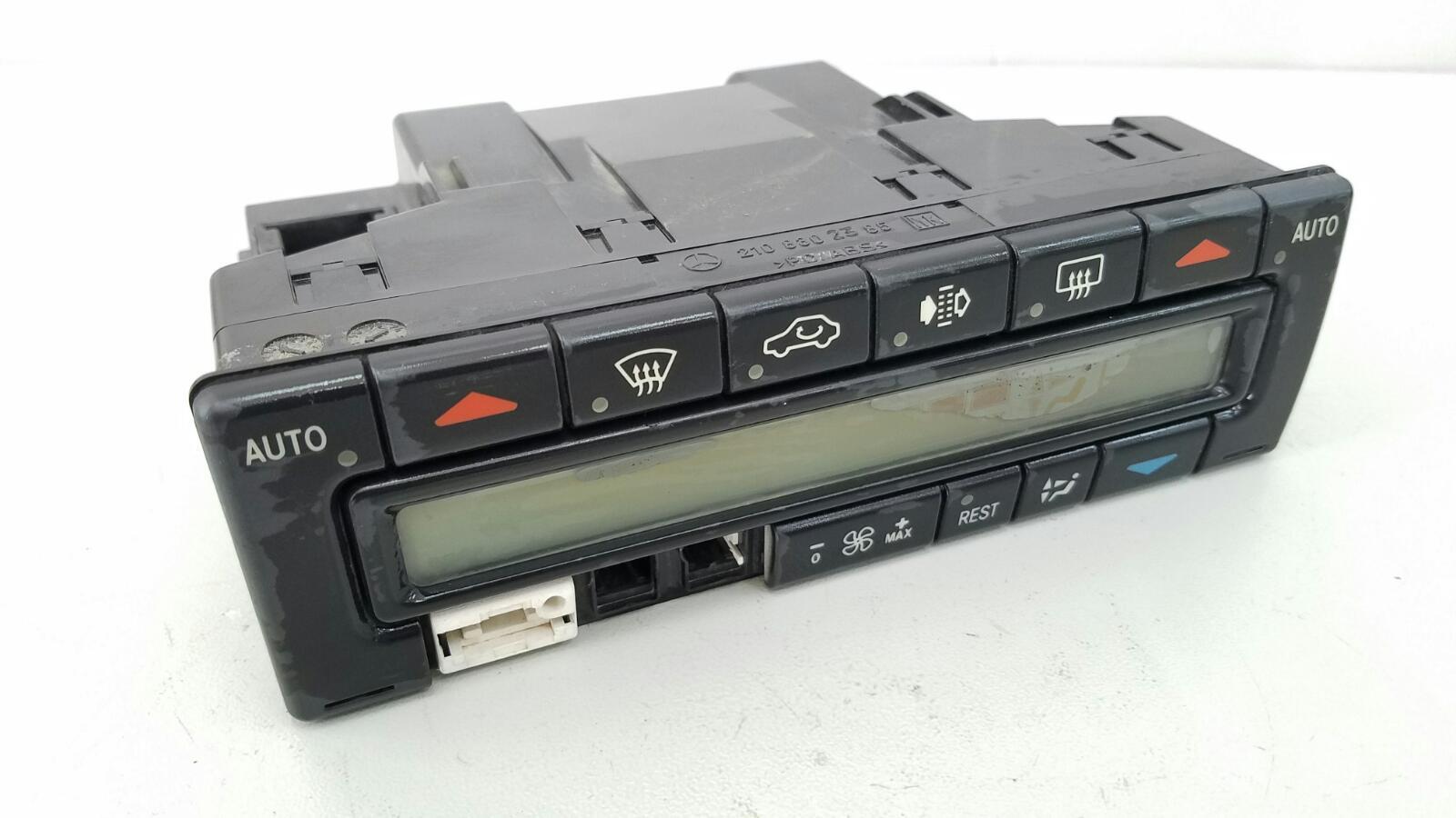 Блок управления климатом печкой отопителем Mercedes E230 W210 M111.970 1995