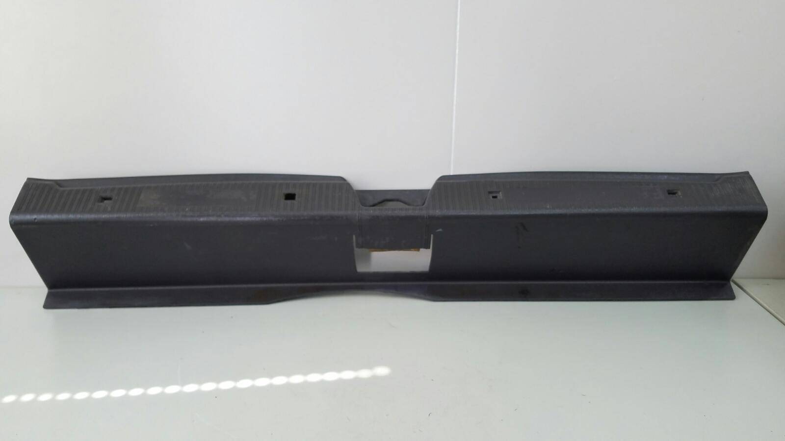 Накладка замка багажника Mercedes A140 W168 M166.940 1.4Л 1999г