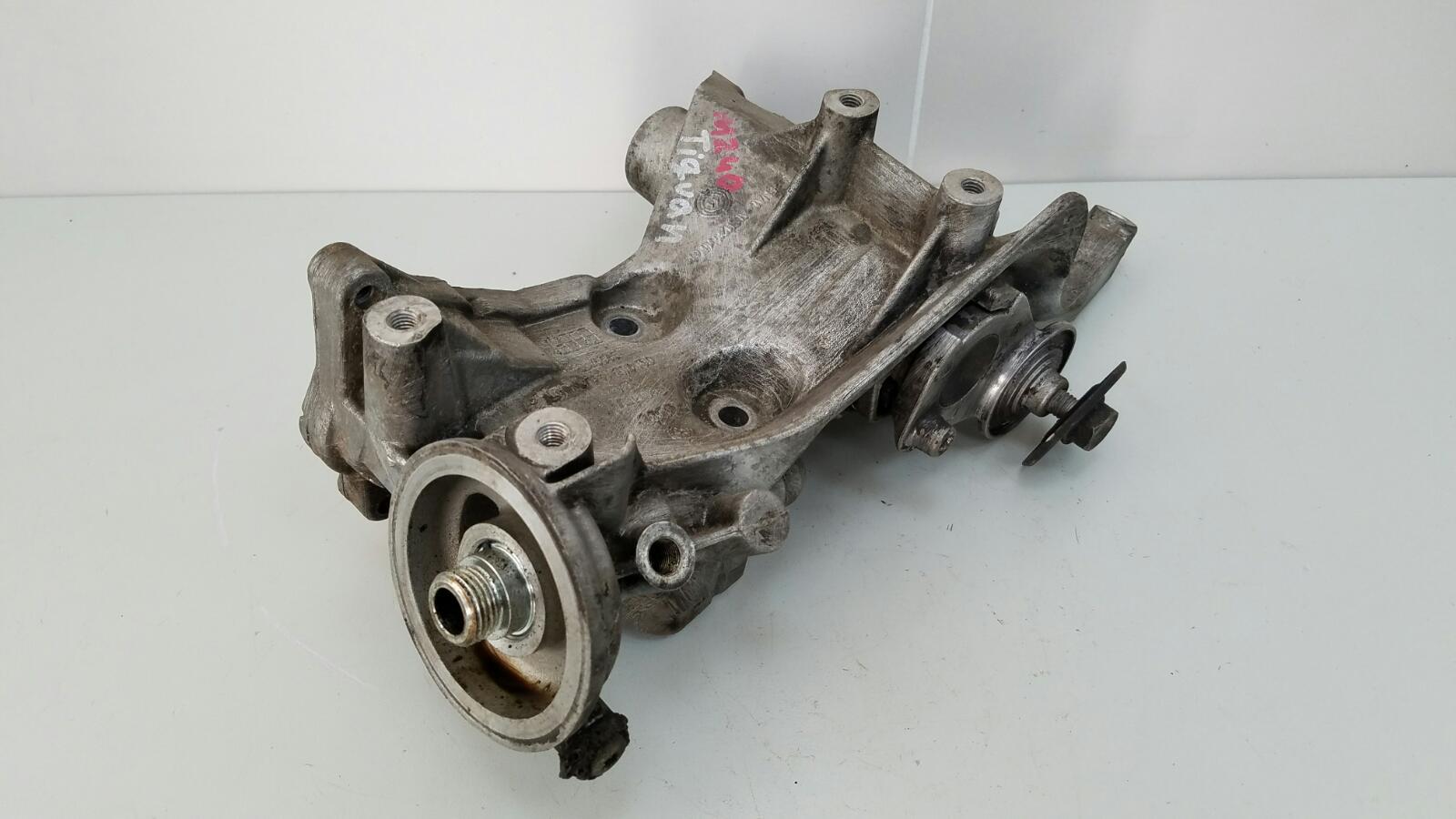 Кронштейн генератора Volkswagen Tiguan 5N1 CAWA 2.0Л TSI 4MOTION 2013