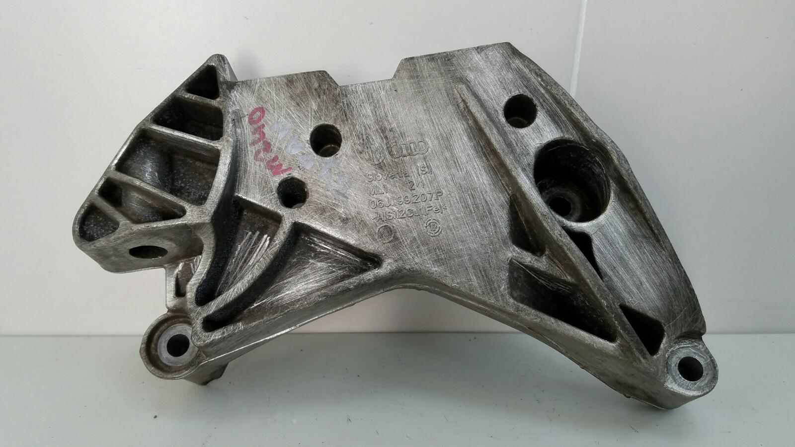 Крепление кронштейн двигателя двс опоры Volkswagen Tiguan 5N1 CAWA 2.0Л TSI 4MOTION 2013 правое