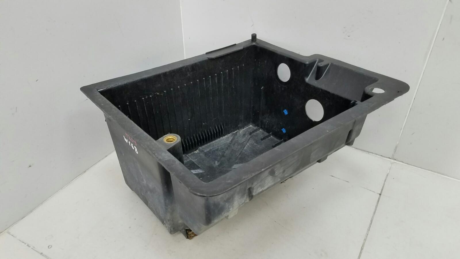 Ящик инструментальный Mercedes A140 W168 M166.940 1.4Л 1999г