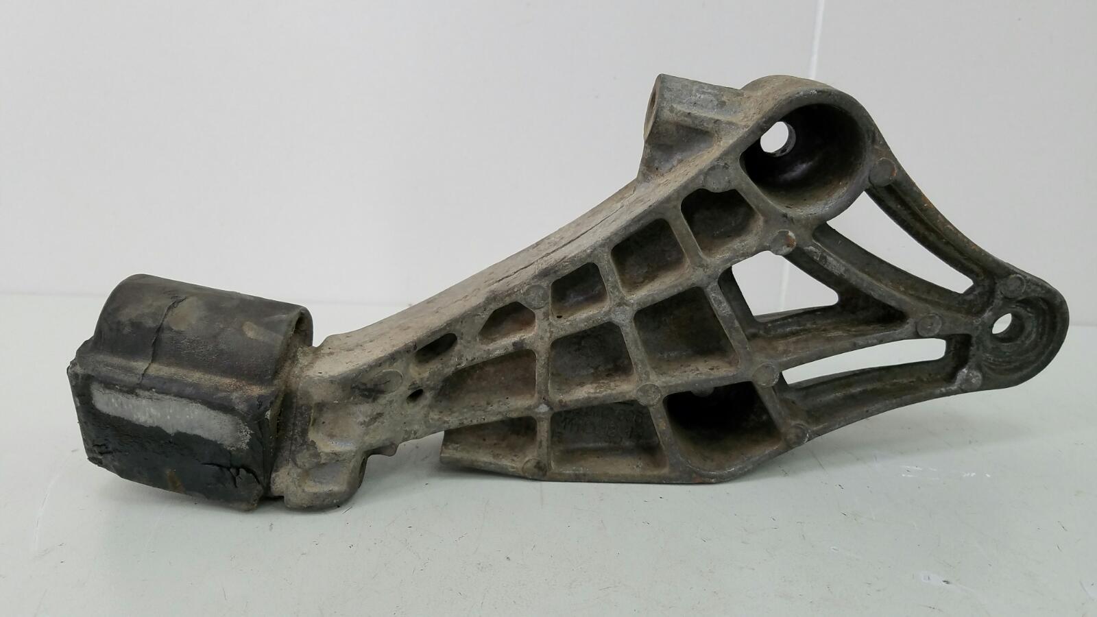 Крепление кронштейн двигателя двс опоры Opel Vectra A 86_ C18NZ 1.8Л 1992г правое