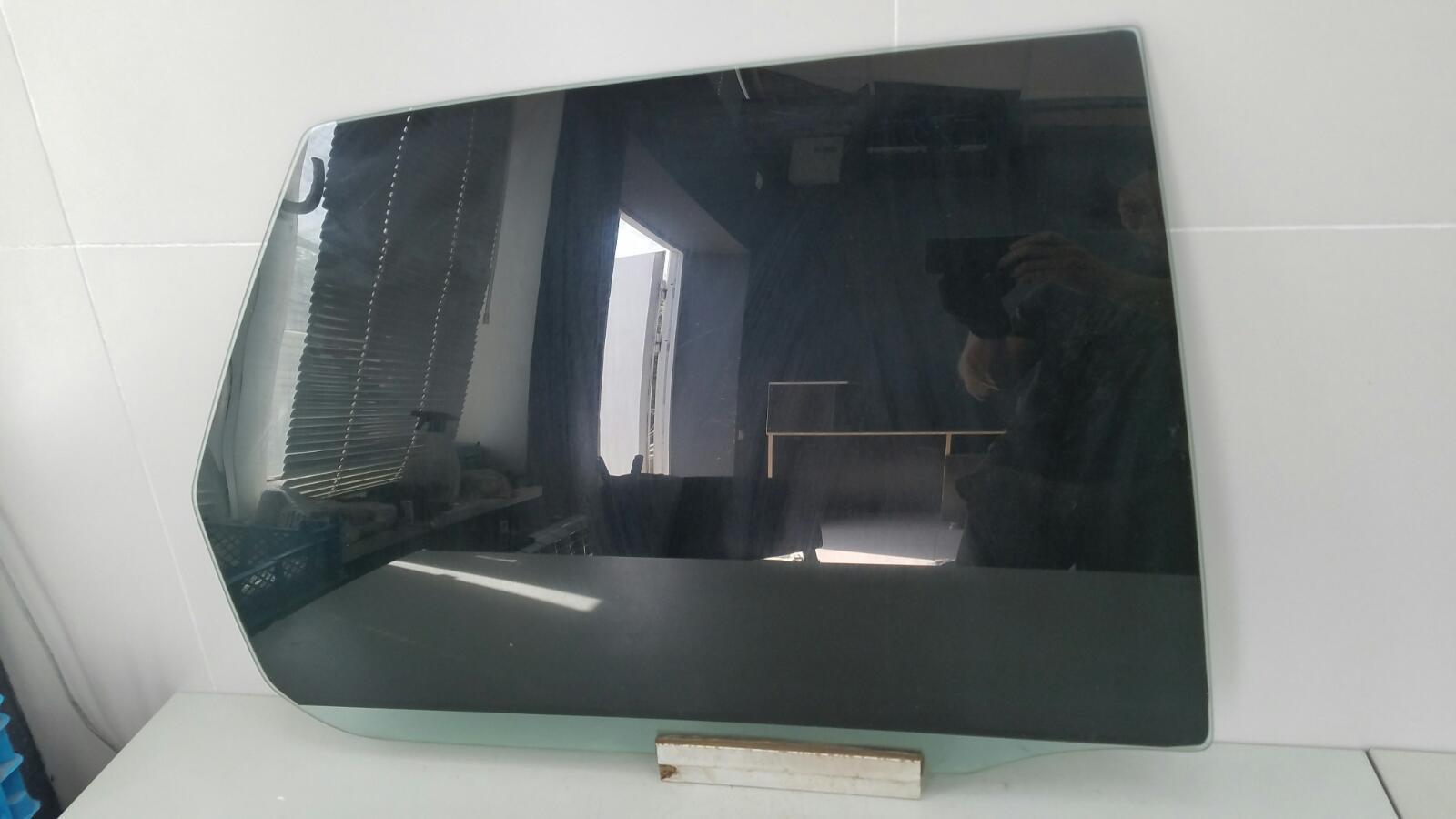 Стекло двери Opel Vectra A 86_ C18NZ 1.8Л 1992г заднее правое