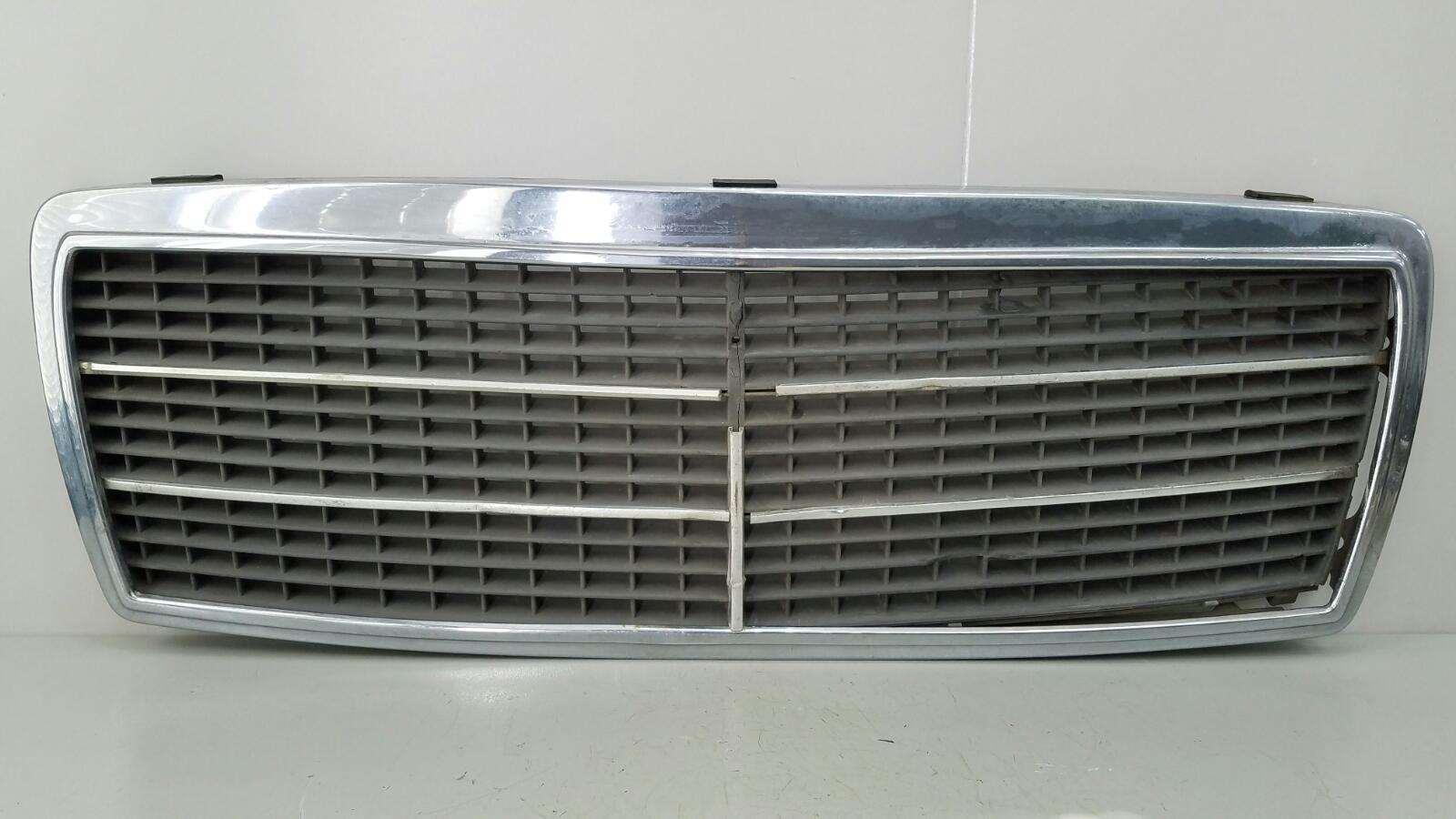 Решетка капота Mercedes C280 W202 M104.941 1998