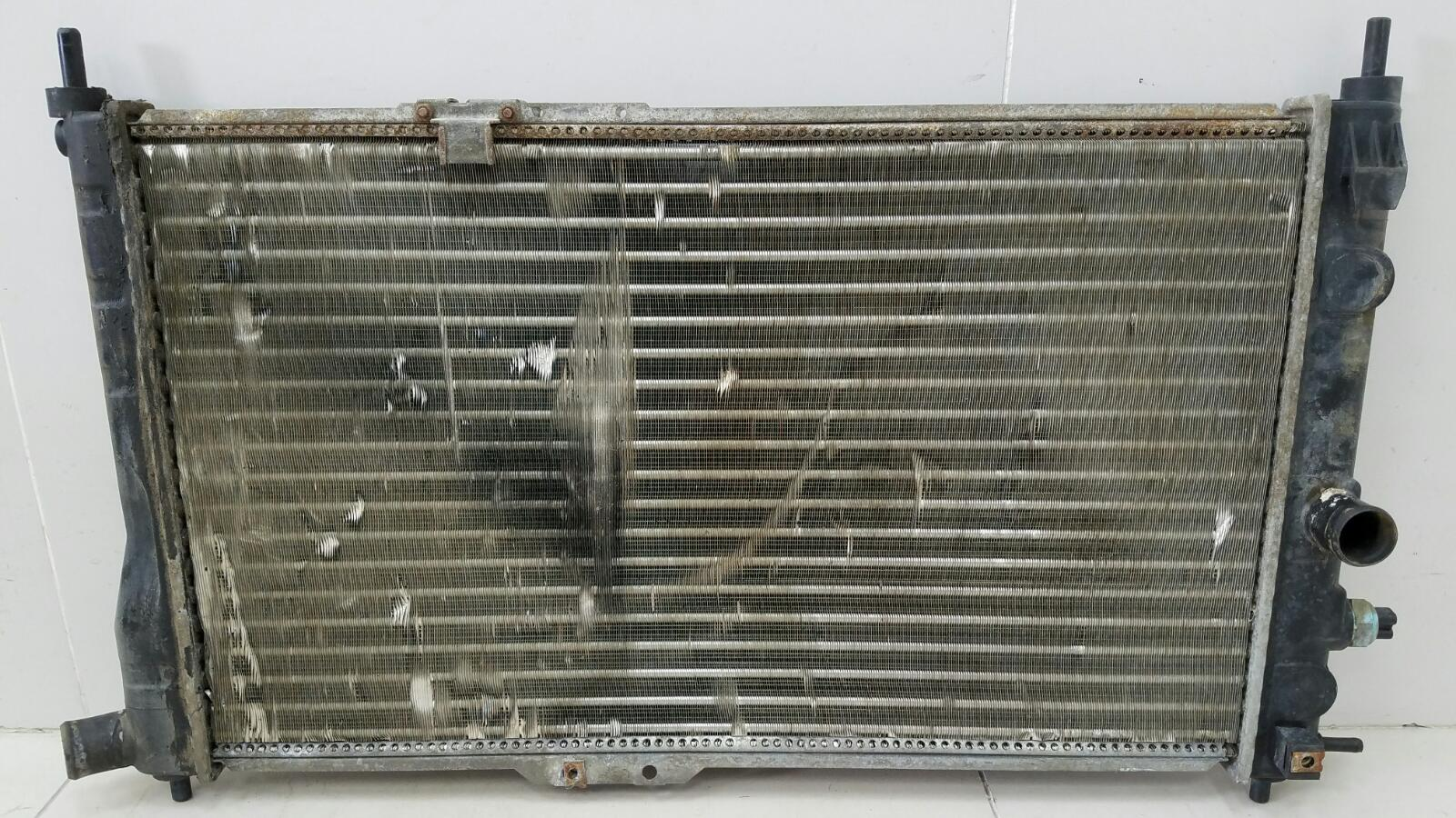 Радиатор охлаждения двс Opel Vectra A 86_ C18NZ 1.8Л 1992г