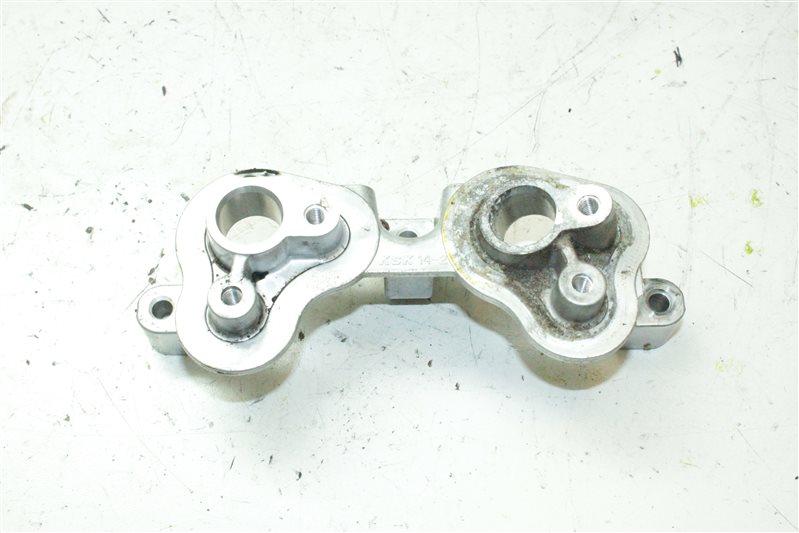 Кронштейн датчика распредвала Nissan VQ35DE