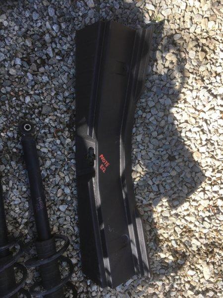 Накладка замка багажника Nissan Note E12 HR12DDR 06.2013