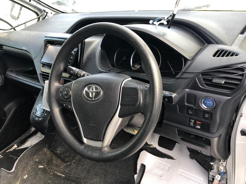Руль Toyota Noah ZWR80 2ZR-FXE 2014