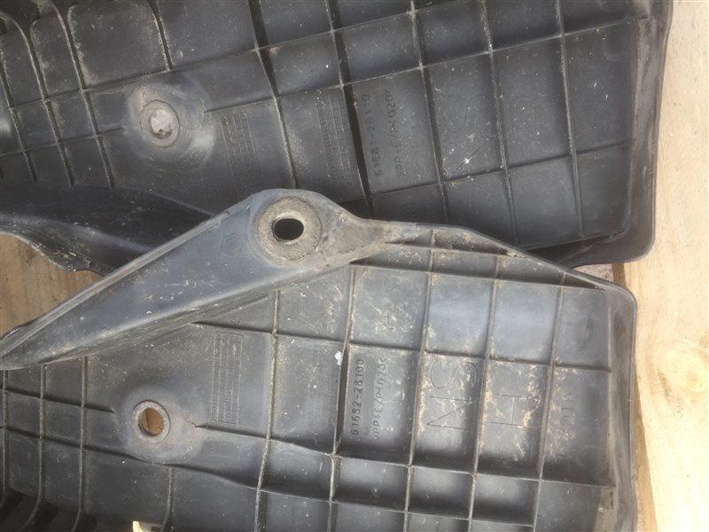 Подкрылок Toyota Noah ZWR80 2ZR-FXE 2014 задний правый