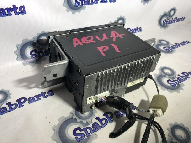 Крепление магнитофона Toyota Aqua NHP10 1NZFXE 2012