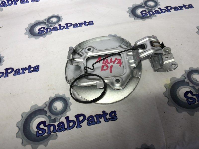 Лючок бензобака Toyota Aqua NHP10 1NZFXE 2012