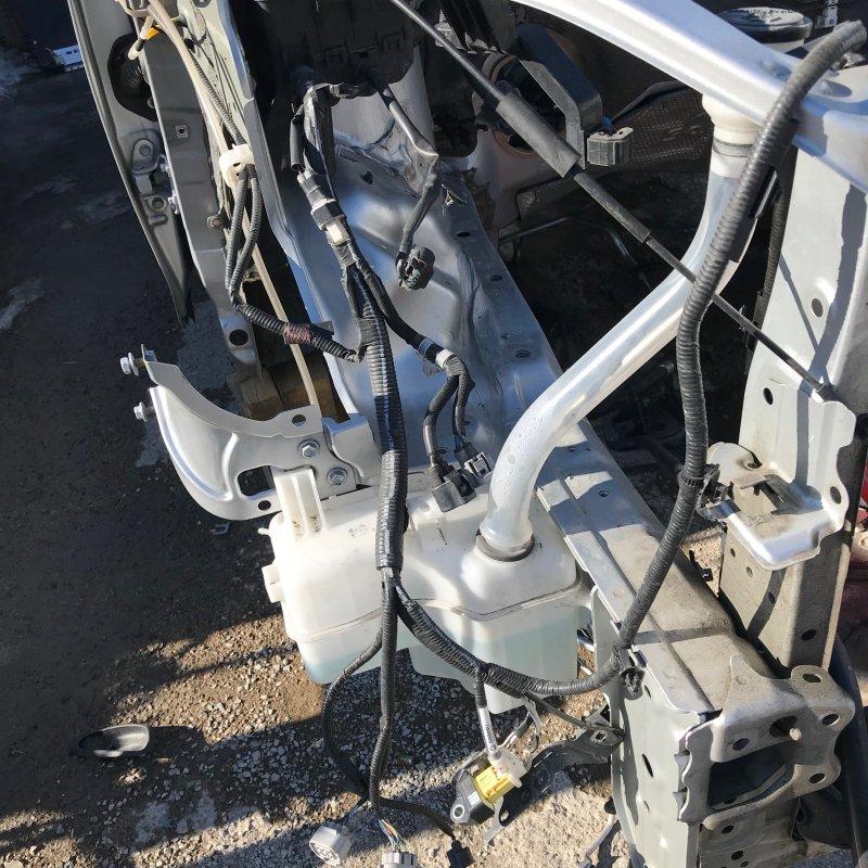 Бачок омывателя Toyota Noah ZWR80 2ZR-FXE 2014